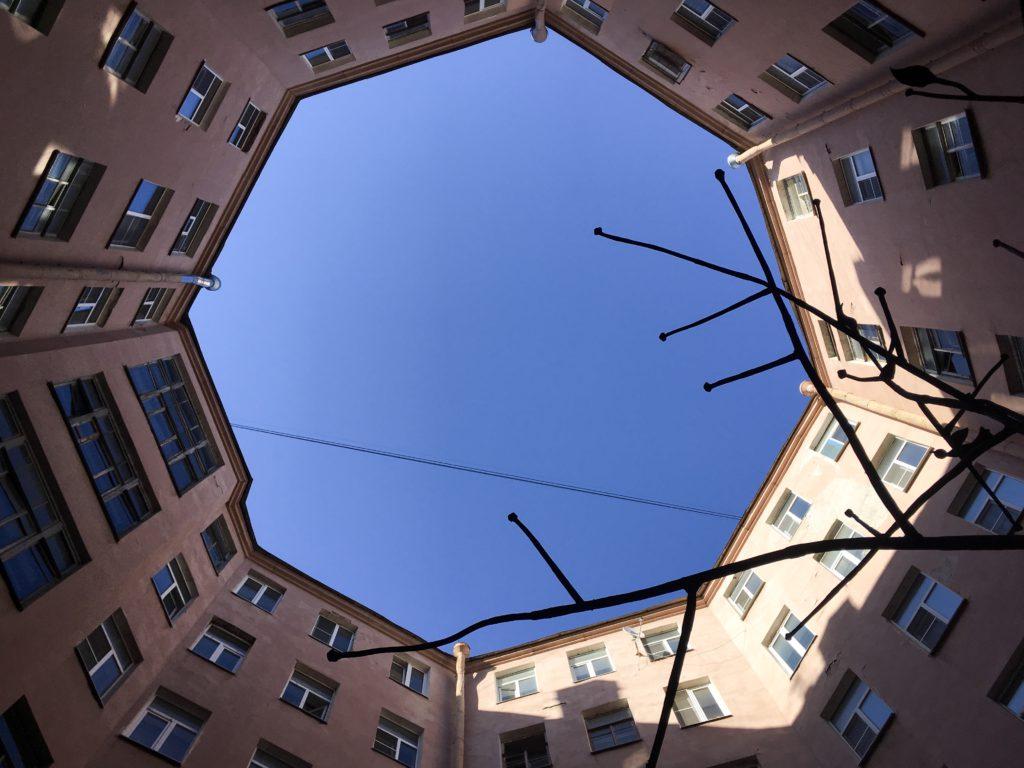Восьмиугольный двор