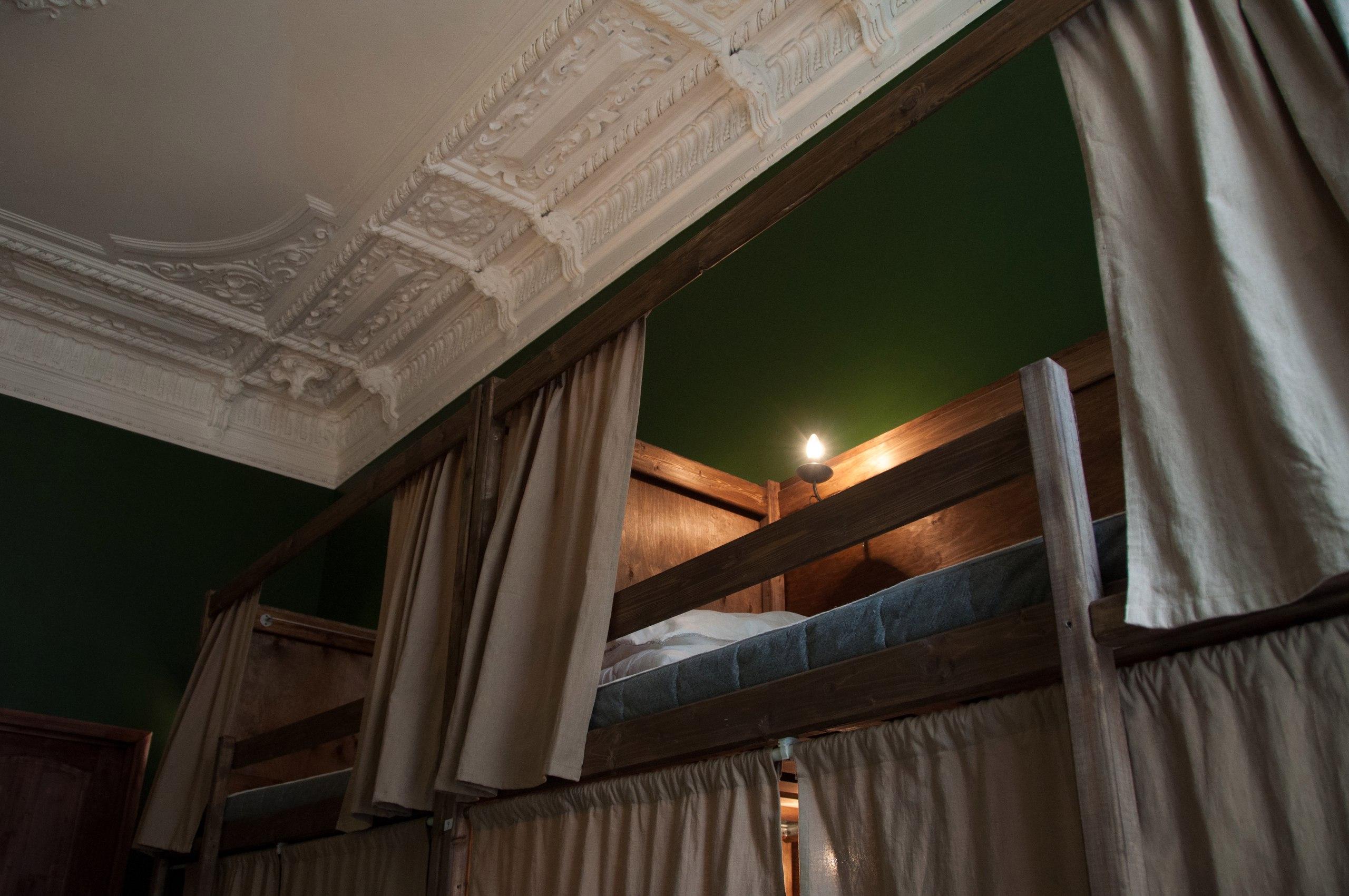 Traveller's Palace | 10 оригинальных и недорогих хостелов в Петербурге