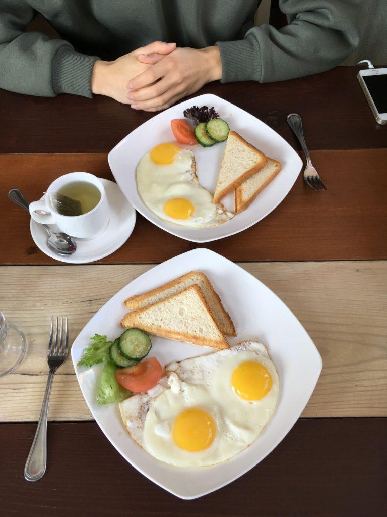 Завтрак в Greenvald Park Scandinavia | 10 лучших коттеджей в Ленинградской области